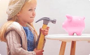 Kind wil spaarvarken openbreken